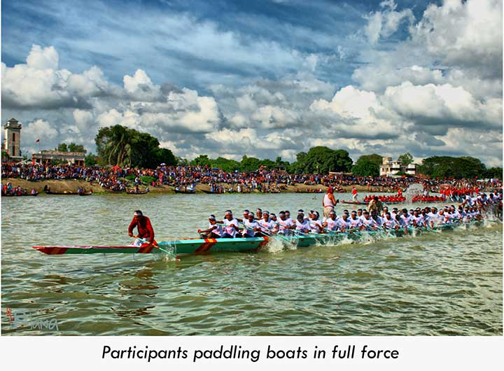 People paddling boats in full force