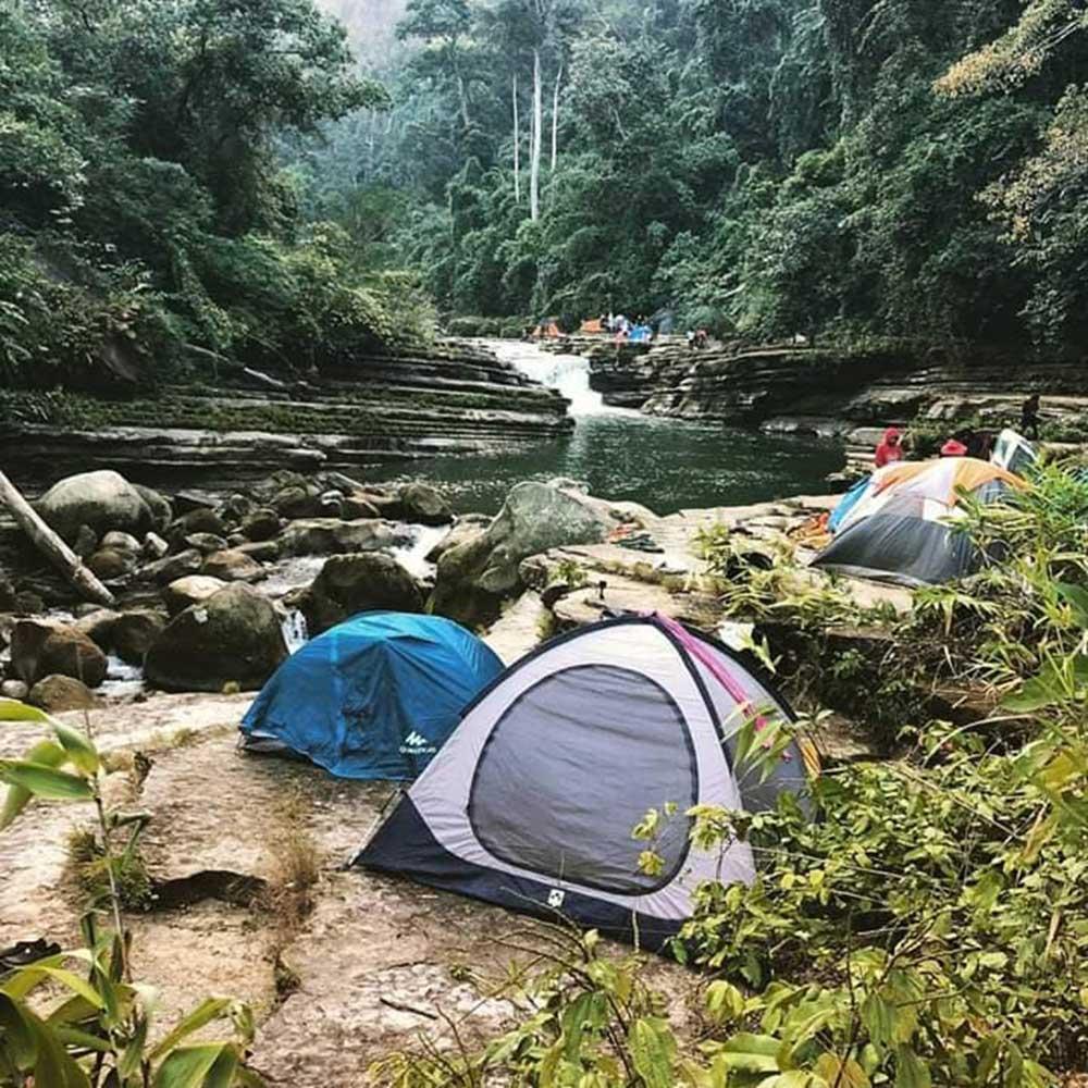 Amiakhum Waterfall Tent Stay