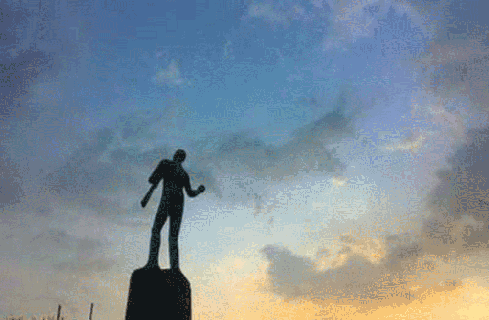 Commemorative sculpture on 19th March